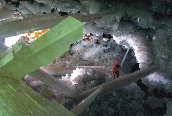 Cave-of-the-Crystals-3