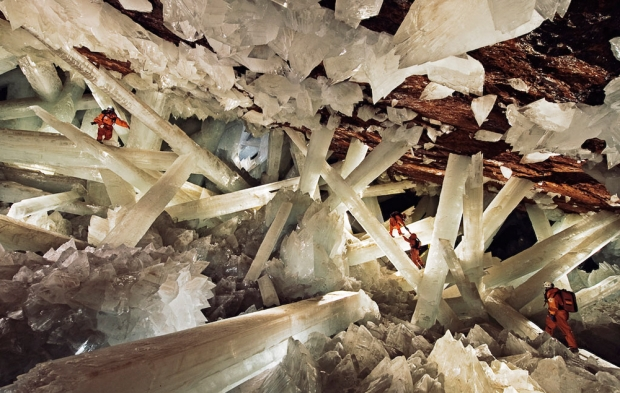 crystal-cave-Carsten Peter & Speleoresearch and films